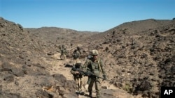Soldats français dans la région de Mettatai (ECPAD), 23 mars 2013