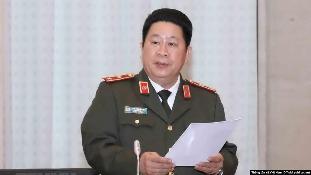 Trung tướng Bùi Văn Thành bị Bộ Chính trị kỉ luật giữa lúc Tổng bí thư Nguyễn Phú Trọng đang tiến hành một chiến dịch trấn áp tham nhũng quyết liệt. (Ảnh: Thông tấn xã Việt Nam)