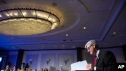 密西西比州长在全美州长大会的开幕式上
