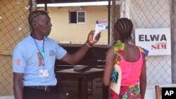 Dans une clinique d'Ebola à l'extérieur de Monrovia, Liberia, le 20 novembre 2015.