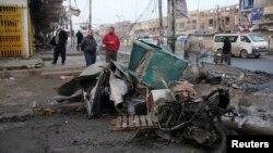 이라크에서 15일 연쇄 폭탄 테러로 수십명이 사망했다. 사진은 수도 바그다드의 폭탄 테러 현장.