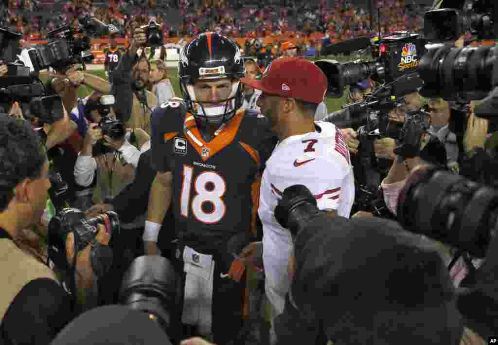 Denver Broncos quarterback Peyton Manning greets San Francisco 49ers quarterback Colin Kaepernick after the game in Devner, Oct. 19, 2014.
