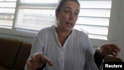 La artista Tania Bruguera fue detenida en La Habana por querer instalar un micrófono en la Plaza de la Revolución en La Habana.