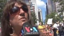 تظاهرات مخالفان نظام دوحزبی در حاشيه کنوانسيون دمکراتها