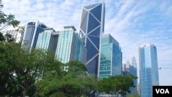 """马来西亚首都吉隆坡市中心。中资企业2015年曾先后两次从传出腐败丑闻的马来西亚政府投资基金 —— """"一马投资""""手中购置地产。(2016年3月10日,美国之音朱诺拍摄)"""