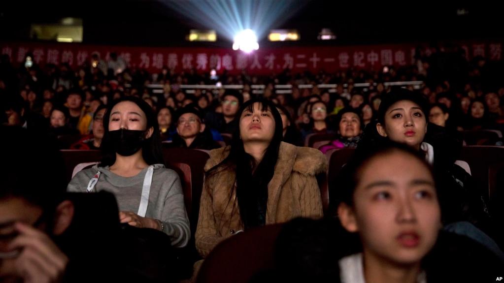 2018年3月22日,觀眾們在北京電影學院觀看國家支持的紀錄片《厲害了,我的國》。