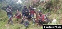 Anggota sayap militer dari Tentara Pembebasan Nasional Papua Barat (TPNPB). (Courtesy: TPNPB-OPM).