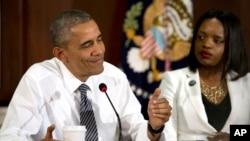El presidente Obama dirigió la reunión sobre relaciones entre la policía y la comunidad en la Casa Blanca.