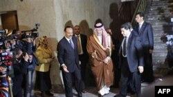 Các đại biểu đến dự phiên họp khẩn cấp của Liên đoàn A-rập tại Cairo