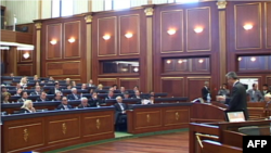 Parlamenti i Kosovës miraton një mocion për ndalimin e importeve nga Serbia
