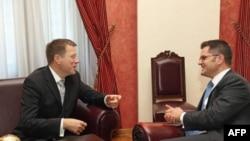 Ministri spoljnih poslova Srbije Vuk Jeremic i Slovenije Samuel Žbogar razgovaraju pred početak sastanka u Beogradu.
