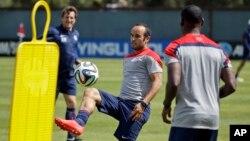 نام لاندون دانووان (وسط) در فهرست ۲۳ نفره تیم ملی آمریکا دیده نمی شود.