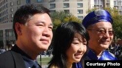 Nghị viên Kansen Chu mặc khăn đóng áo dài tham dự sinh hoạt Tết của người Việt ở San Jose.