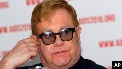 Juru bicara musisi Inggris Elton John memastikan bahwa Elton John tak akan tampil dalam acara pelantikan Presiden terpilih AS Donald Trump bulan Januari nanti (foto: dok).