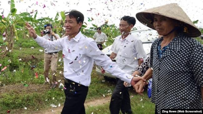 Ông Đoàn Văn Vươn trở về ngày được đặc xá năm 2015.
