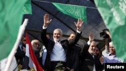 Lãnh đạo cấp cao của phe Hamas Ismail Haniyeh ăn mừng cuộc hưu chiến sau 8 ngày xung đột tại Gaza City, ngày 22/11/2012.
