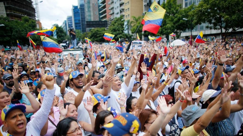 En esta foto de archivo se ve una manifestación anti gubernamental en Caracas, Venezuela, el 9 de julio, de 2017.