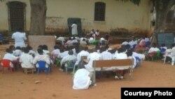 Centenas de crianças na Lunda Sul não têm salas de aulas adequadas