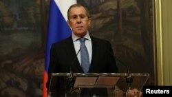 រូបឯកសារ៖ រដ្ឋមន្ត្រីការបរទេសរុស្ស៊ីលោក Sergei Lavrov នៅក្នុងសន្និសីទកាសែតមួយ នៅទីក្រុងមូស្គូ ប្រទេសរុស្ស៊ី កាលពីថ្ងៃទី២ ខែកញ្ញា ឆ្នាំ២០២០។
