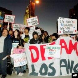 学生集会呼吁通过梦想法案