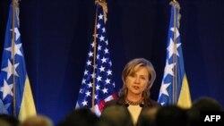 Xillari Klinton Sarayevoda so'zlamoqda, 12 оktabr 2010
