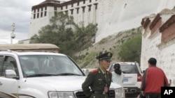 中國當局經常派出武警把守西藏(資料圖片)
