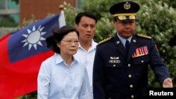 台湾总统蔡英文2019年5月4日在新台北市视察模拟台北遭恐袭与入侵的海安10号演习。