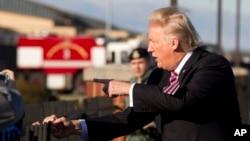 El portavoz de la Casa Blanca, Sean Spicer dijo que Trump discute la propuesta con los legisladores y formaría parte de un paquete de reforma tributaria.