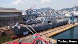 11일 부산 영도구 한진중공업 조선소에서 해군 차기상륙함 천왕봉함 진수식이 열리고 있다.