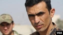 Le capitaine Amir Abdulsada de l'armée irakienne chargée du fleuve Tigre à Mossoul, Irak, 1er mars 2017.