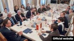 Predsednik Skupštine Crne Gore Ranko Krivokapić sa rezidentnim ambasadorima zemalja Evropske unije i SAD-a (skupština.me)