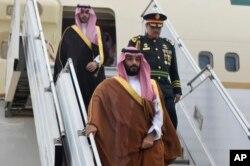 En esta foto provista por la oficina de prensa argentina para el G20, se ve al príncipe heredero de Arabia Saudí, Mohammed bin Salman, a su llegada a Buenos Aires, para la Cumbre del G20. Noviembre 28 de 2018.