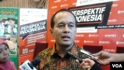 Pengamat politik dari Populi Center, Nico Harjanto menilai agar program kerja mudah dipahami dan dapat diterima oleh berbagai pihak, menteri kabinet harus lebih komunikatif. Hal tersebut disampaikannya di Jakarta, Sabtu (27/06). (VOA/Iris Gera)