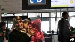 Une famille syrienne à l'aéroport de Rome, le 30 janvier 2017.