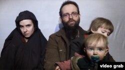 این خانم امریکایی همراه با شوهر کانادایی و فرزندان اش هفته گذشته از اسارت گروه طالبان رها شد.