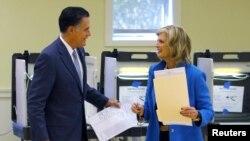 Capres dari partai Republik, Mitt Romney bersama istrinya, Ann, seusai memasukkan surat suaranya di salah satu TPS di Belmont, Massachusetts (6/11).