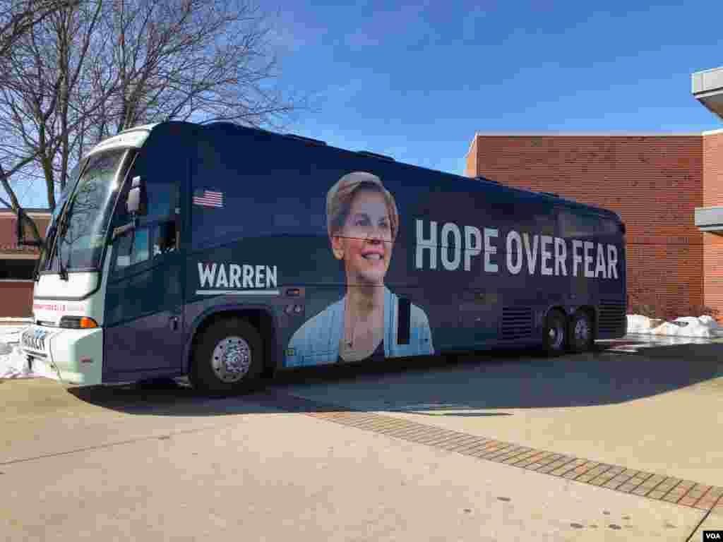 نامزدها مثلالیزابت وارن سناتور دموکرات ایالت ماساچوست با اتوبوس و کاروان شهر به شهر و محله به محله سفر میکنند و با رای دهندگان گفتگو میکنند.