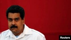 El presidente Nicolás Maduro en diez meses de gobierno ya ha expulsado a ocho funcionarios estadounidenses de Venezuela. El Departamento de Estado pide seriedad para normalizar relaciones.