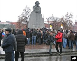 抗議示威勢頭將保持下去?去年12月10日莫斯科市中心馬克思塑像前的抗議集會