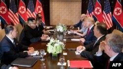 지난 6월 싱가포르에서 첫 미-북 정상회담이 열렸다.