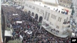 Demonstrators against Syria's President Bashar al-Assad take part in a march after Friday prayers in Kafranbel near Adlb November 18, 2011. Picture taken November 18, 2011. REUTERS/Handout (SYRIA - Tags: POLITICS CIVIL UNREST) FOR EDITORIAL USE ONLY. NO