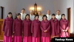 한국천주교주교회의 민족화해주교특별위원회 주교들이 지난 3일 평양 장충성당을 방문, 미사를 봉헌한 뒤 기념촬영을 하고 있다.