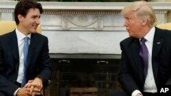 Le Premier ministre canadien Justin Trudeau et le président Donald Trump à la Maison-Blanche, Washington, le 13 février 2017.