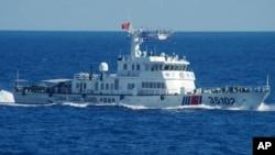 지난 2016년 8월 중국 해안순찰선이 일본과 분쟁 해역인 댜오위다오(일본명 센카쿠열도) 인근을 항해하고 있다. (자료사진)
