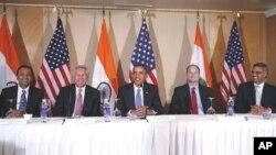 Američki predsjednik Barack Obama s indijskim i američkim poslovnim čelnicima u Mumbaiu