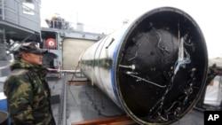 Mảnh vụn thu được này được cho là bình chứa nhiên liệu của chiếc tên lửa ở giai đoạn đầu.