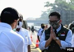 Gubernur Jawa Barat Ridwan Kamil ketika memantau langsung PSBB di Kota Bogor, Rabu (15/4) siang. (Courtesy: Humas Jabar)