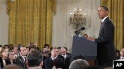 صدر اوباما انتخابی نتائج کے بعد پریس کانفرنس سے خطاب کرتے ہوئے (فائل فوٹو)