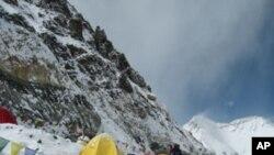 شدید دھند کے باعث نیپال میں سینکڑوں سیاح پھنس گئے