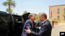 Ештон Картер (л) і міністр оборони Іраку Халед аль-Обейді